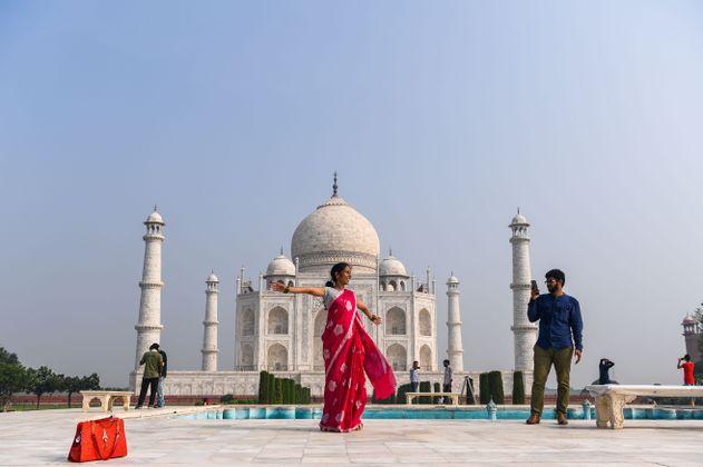 El Taj Mahal, en India, reabre sus puertas