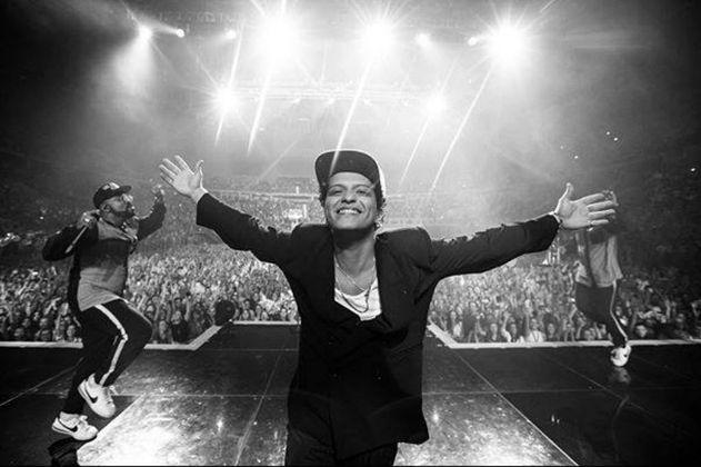 """Bruno Mars celebra diez años de """"Doo-Wops & Hooligans"""""""