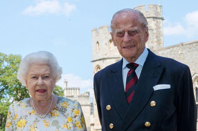 La reina Isabel II recibe conmovedor regalo para rendirle homenaje al duque de Edimburgo