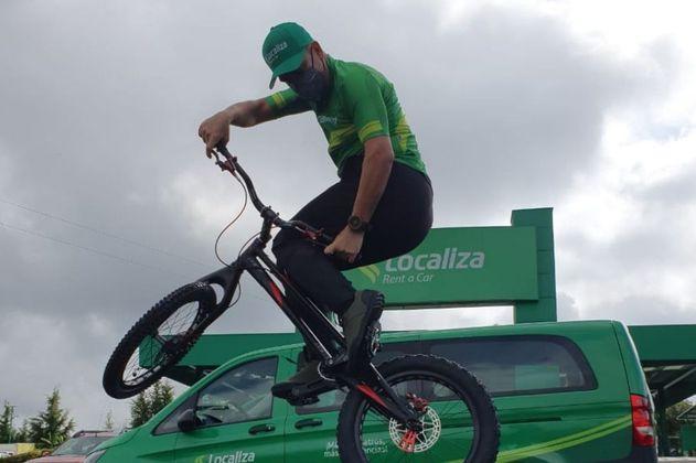 Javier Zapata va por el reto de subir el edificio más alto de Colombia