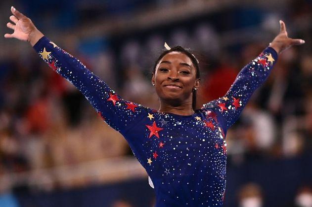 Simone Biles pasó a las finales de gimnasia en Tokio, a pesar de sus errores