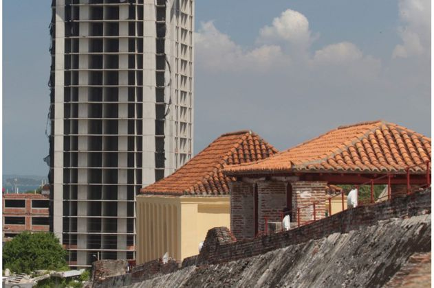 Cartagena: alcaldía firma convenio para demolición de Aquarela y constructores responden