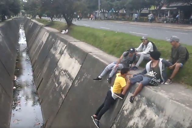 El doloroso golpe que se dio un joven que practicaba 'Parkour' en Bogotá