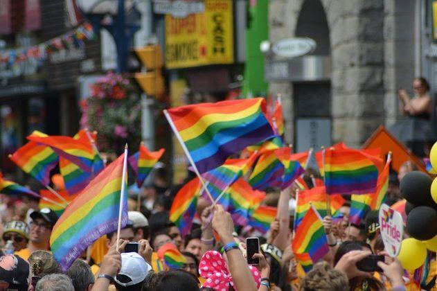 Abren acciones legales contra Hungría y Polonia por violar derechos LGBT