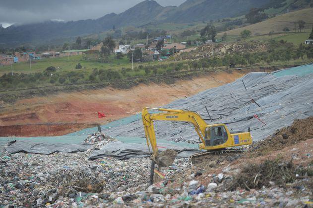 Imputan cargos a representante legal de Doña Juana por presunta contaminación ambiental