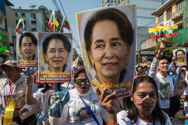 La junta militar birmana disolverá el partido de Aung San Suu Kyi