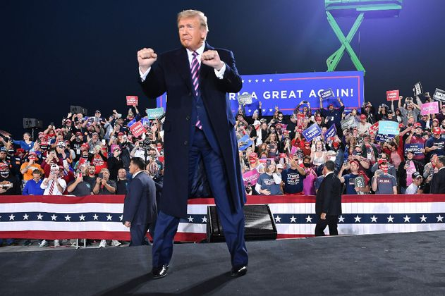 Trump regresará a las redes sociales con su propia plataforma
