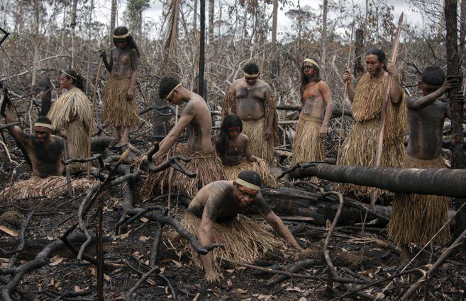 Los Mura, se lamentan por los incendios provocados por madereros ilegales y acaparadores de tierra. Durante la pandemia 8 kilómetros cuadrados de sus tierras fueron deforestados.