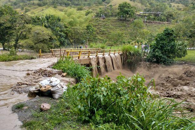 Desbordamiento de río en Caucasia deja 100 familias afectadas