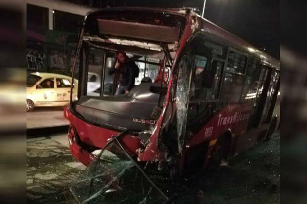 Abren investigación por choque de buses de Transmilenio que dejó 23 heridos