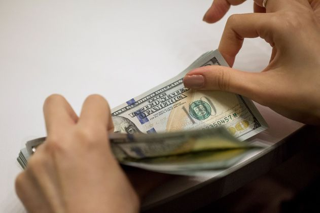 El dólar sube más de $10 y se cotiza cerca de los $3.911