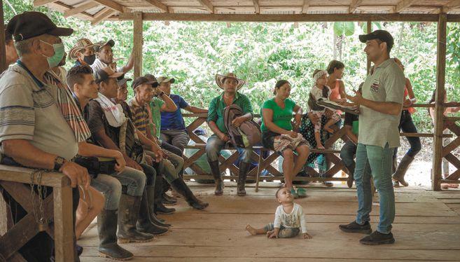 En esta región se alista el proyecto minero de cobre San Matías, uno de los más grandes del país, en medio de una disputa entre las Agc o Clan del Golfo, Los Caparrapos y el frente 18 de las disidencias. En la mitad, los líderes que defienden la implementación del Acuerdo de Paz y aspiran a una curul por las circunscripciones para la paz.