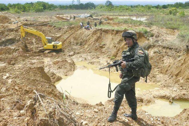Destruyen en Antioquia una mina ilegal que manejaba el Clan del Golfo