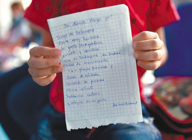 """Los estudiantes declaman poemas sobre su cultura en las jornadas """"De donde vengo yo"""". / José Vargas"""