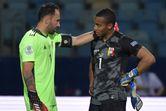 El abrazo de Ospina a Faríñez después del partido entre Colombia y Venezuela
