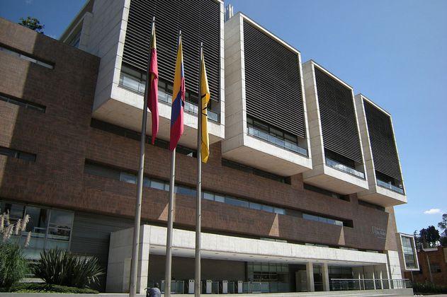 ¿Autonomía universitaria versus libertad de expresión? El caso de Carolina Sanín y  la U de los Andes