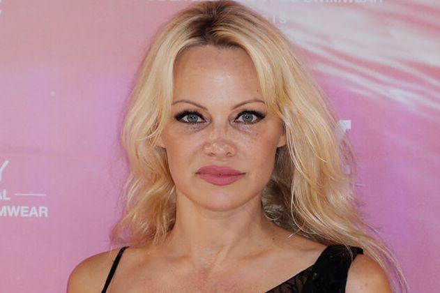 Pamela Anderson es acusada por la ex de su nuevo esposo