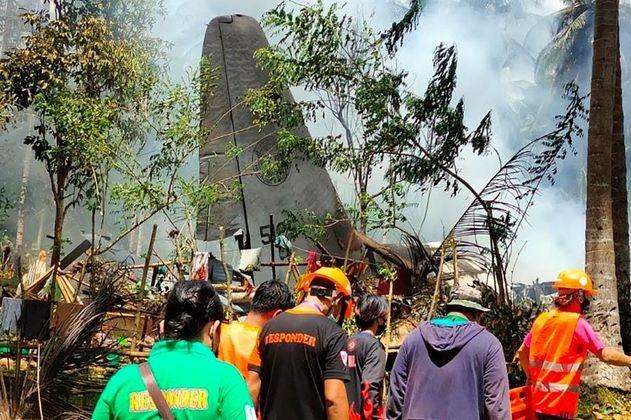 Accidente de avión militar en Filipinas deja por lo menos 45 muertos