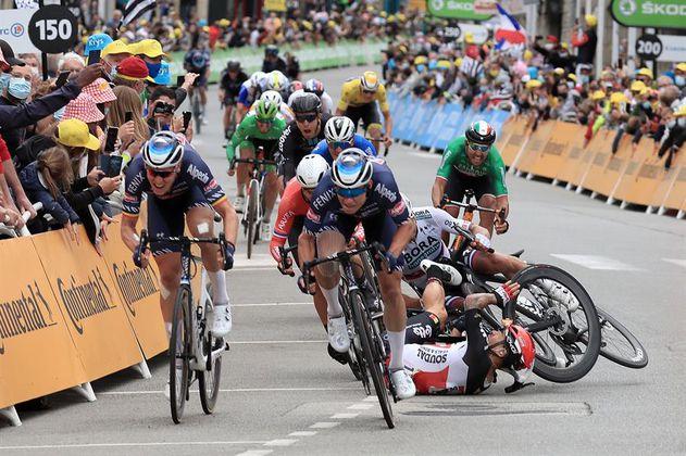 Video: Las caídas de  Ewan, Roglic y Thomas en la etapa del Tour de Francia