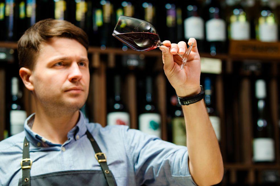 Sommelier: qué es y cuál es su función en el mundo de los vinos