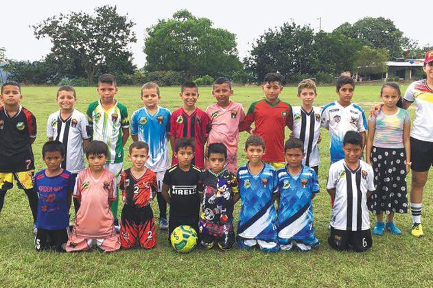 Eddy Ascanio, la primera árbitra del Catatumbo, promueve el fútbol por la paz