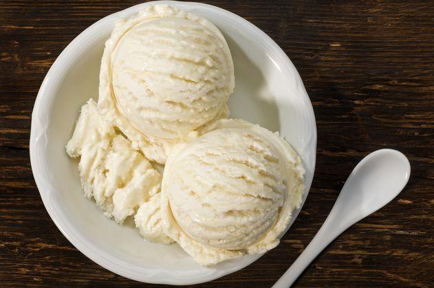 Así se prepara un exquisito helado de vainilla