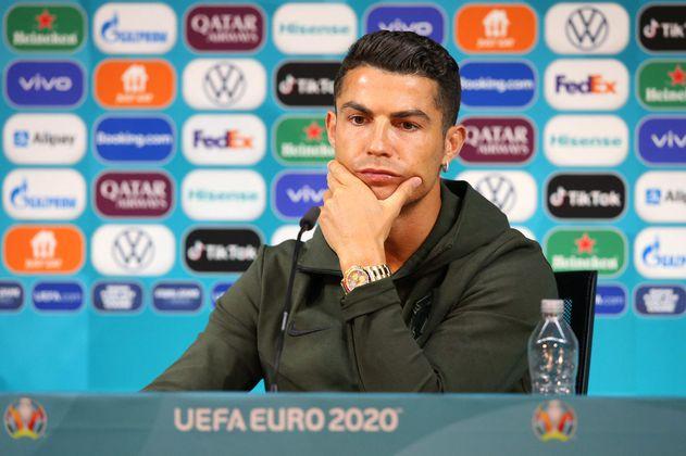 Un mensaje a favor de la salud: Cristiano Ronaldo invita a tomar agua y rechaza las gaseosas