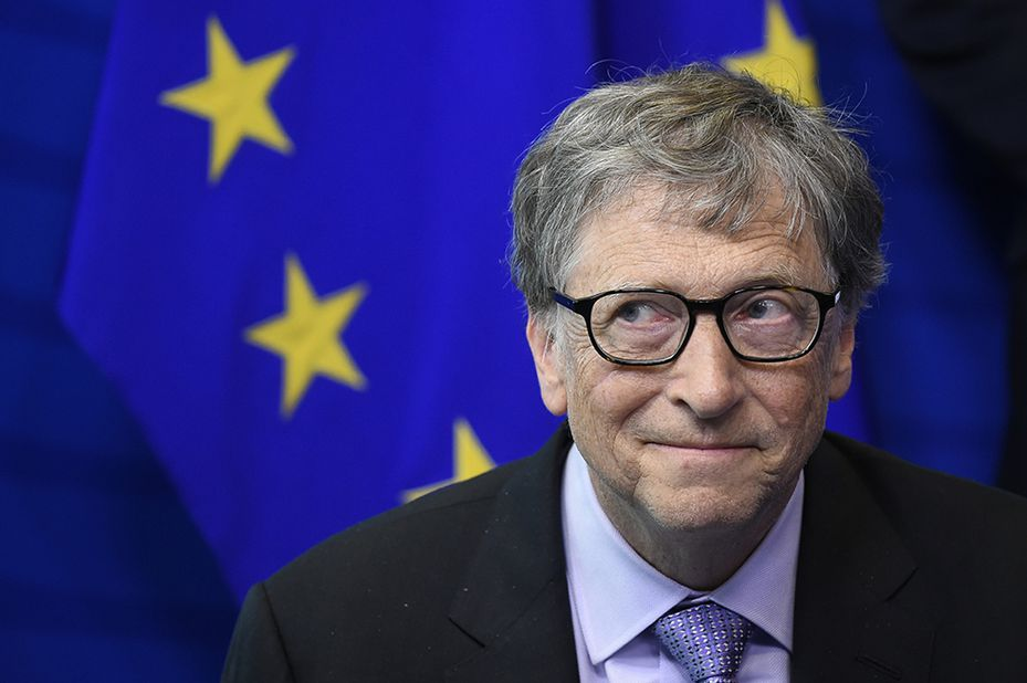 Founder of Microsoft and chairman of Breakthrough Energy Ventures, to establish the Breakthrough Energy Europe investment fund, Bill Gates poses as he takes part in a signing ceremony and a press point at the EU headquarters in Brussels on October 17, 2018. (Photo by JOHN THYS / AFP)