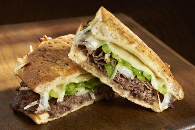 Fácil y práctico: receta para preparar sándwich con carne desmechada