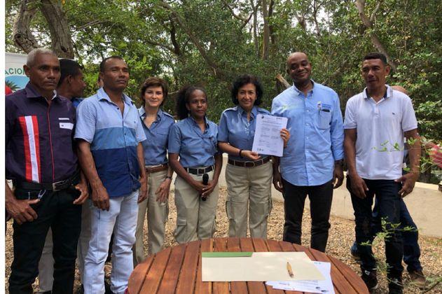 Pescadores de almejas firman el primer acuerdo de conservación del Caribe