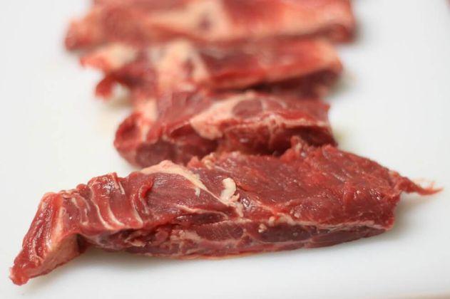 Un polémico estudio lo sugiere, pero no, la ciencia no recomienda comer carne roja