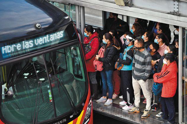 Recursos extras para el transporte público de Bogotá siguen en el aire