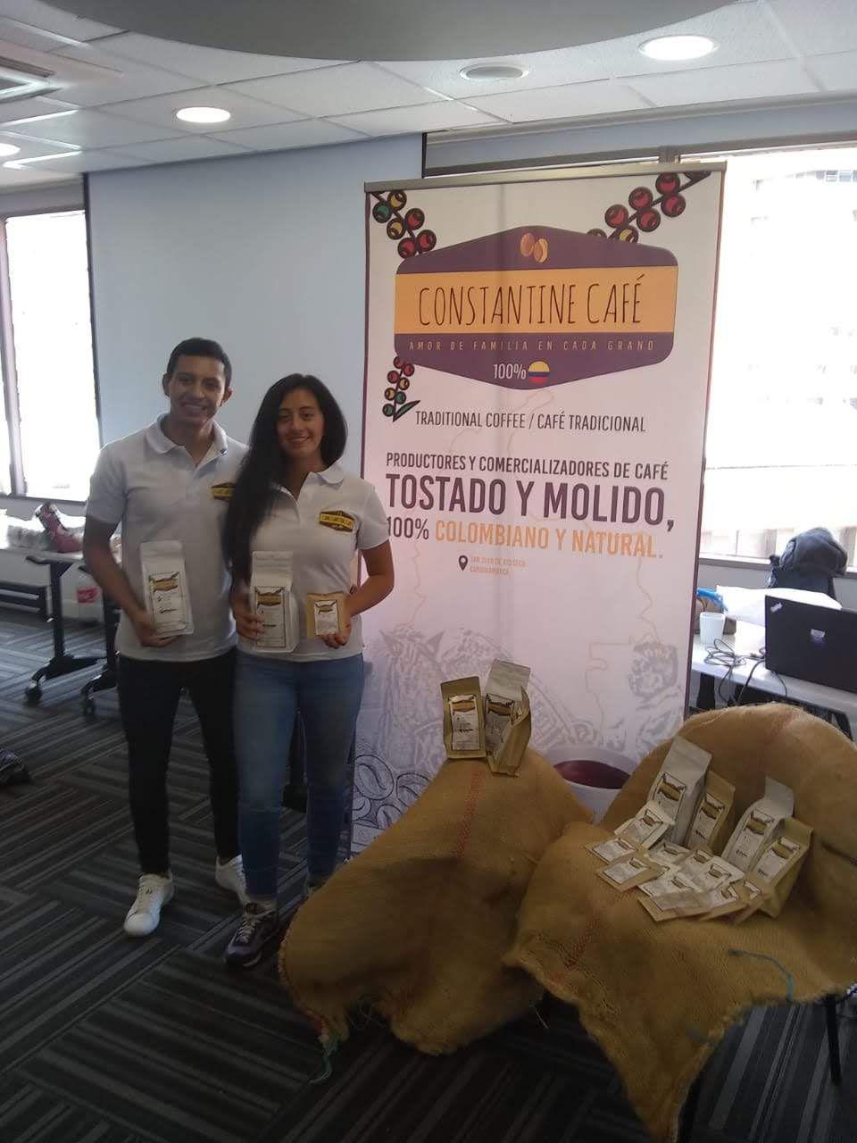 Santiago Moreno y Nicol Moreno en su primera feria exhibiendo Constantine Café.