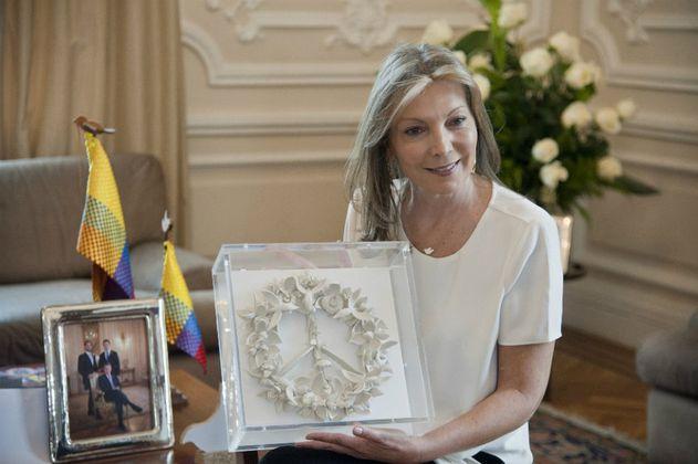 Santos regalará escultura de paz al Papa y a reyes de Suecia y Noruega