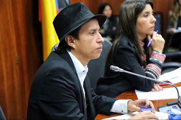 Senador 'Manguito' es expulsado del partido ASI