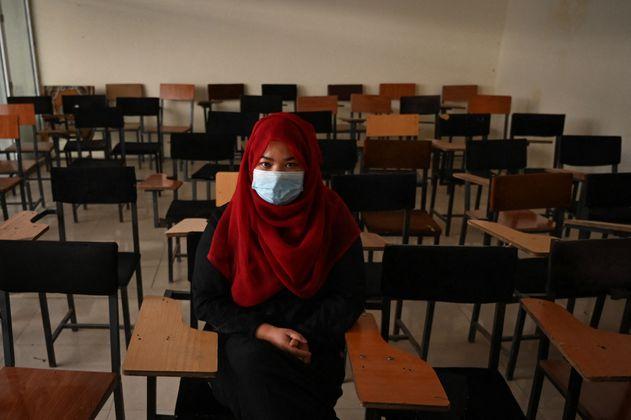 Las mujeres afganas que resisten en un bastión talibán para poder ir a clase