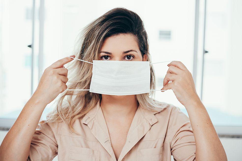El tapabocas favorece el desarrollo de acné, sobre todo en mujeres de edad adulta